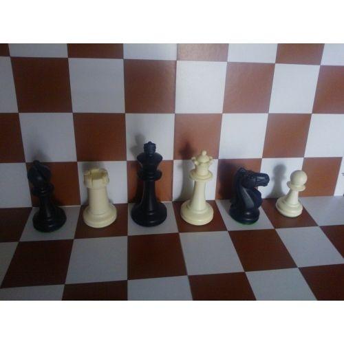 Пластмасови шахматни фигури, средно утежнени
