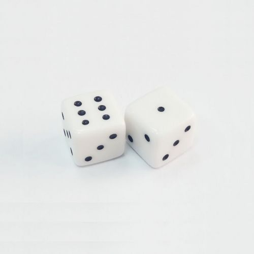 Пластмасови зарчета, бели, 1 см., 2 бр