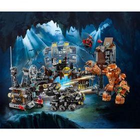 LEGO® DC Comics Super Heroes 76122 - Batcave Clayface™ Invasion