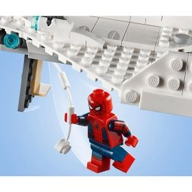 LEGO® DC Comics Super Heroes 76130 - Stark Jet and the Drone Attack