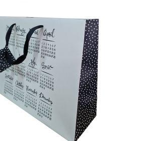 Подаръчно пликче Месеци и дати, 37 x 27.5 x 11.5 см