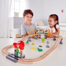 Hape  Железопътен комплект с енергиен влак