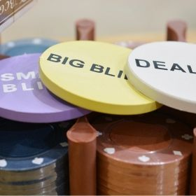 Покер комплект 200 покер чипа х 4 гр.
